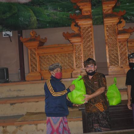 Bantuan Paket Non Tunai untuk masyarakat Desa Pengotan