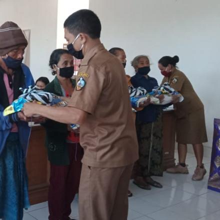 paket sembako untuk Lansia dan ibu menyusui Desa Pengotan