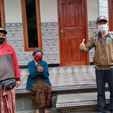 pemereksaan Rehab Rumah Desa Pengotan