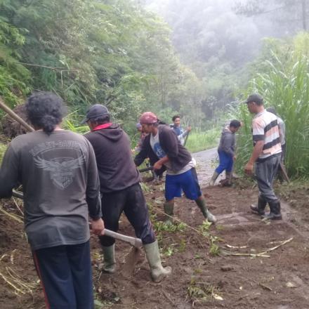 Tebing longsor di Br. Besenga Desa Pengotan